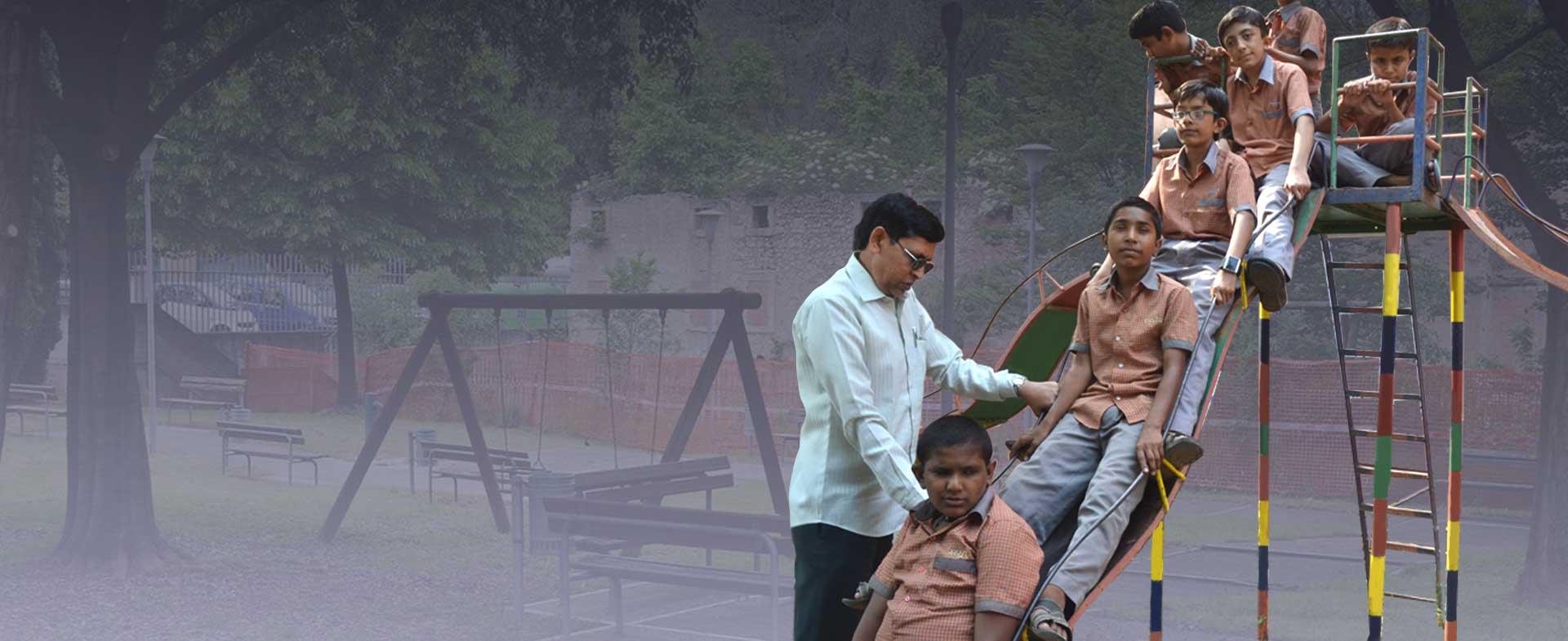 labhubhai-t-sonani-with-blind-children-in-park